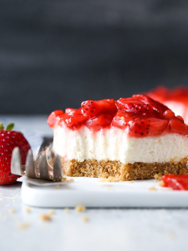 These no-bake strawberry cheesecake bars are a fun, easy, and delicious summer dessert!