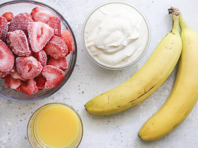 4 ingredients for strawberry banana smoothie