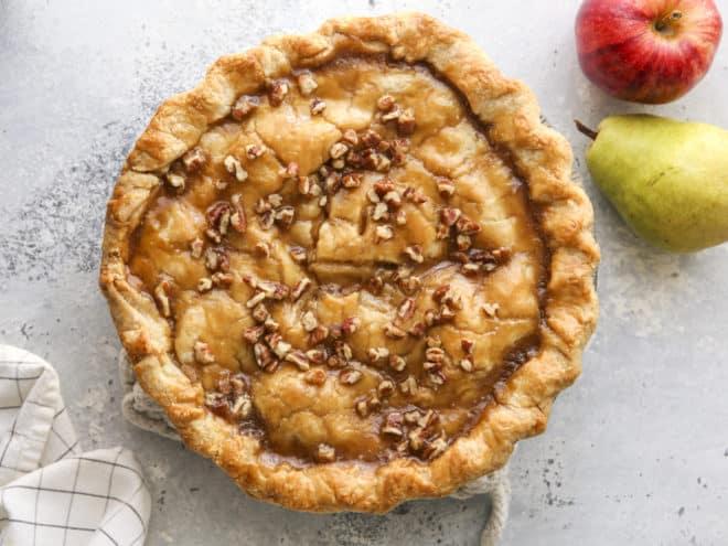 baked apple pear praline pie
