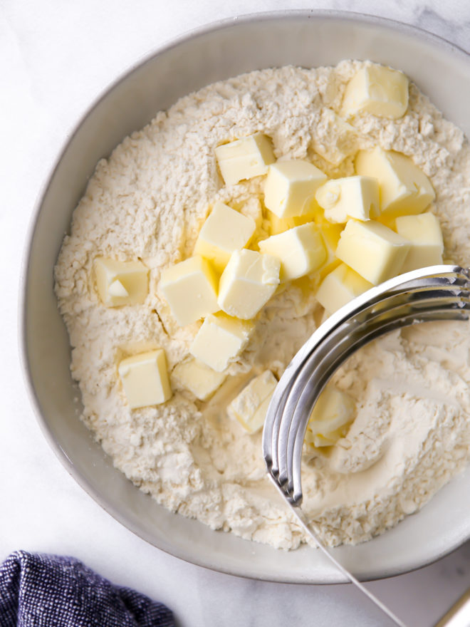 cutting butter into dry ingredients to make pie crust