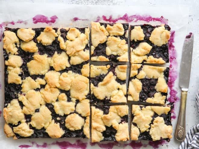 slicing blueberry pie bars