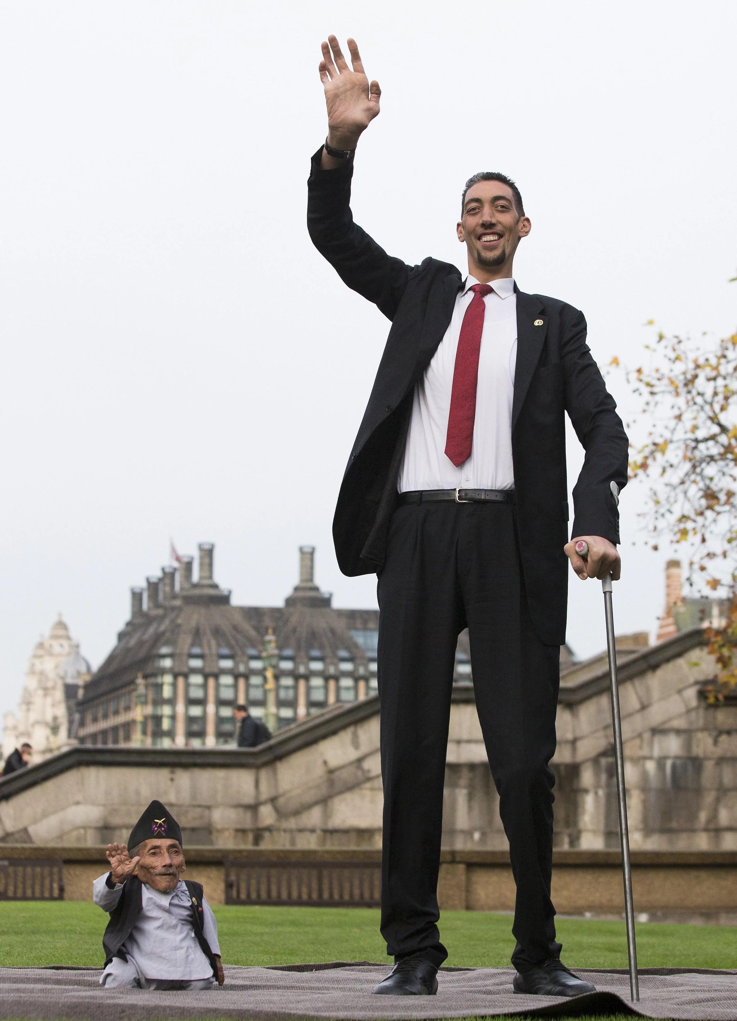 Tallest Man Shortest Man Guinness World Records Day