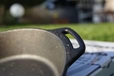 Petromax Feuerpfanne fp25h – Einsatz über dem offenen Feuer