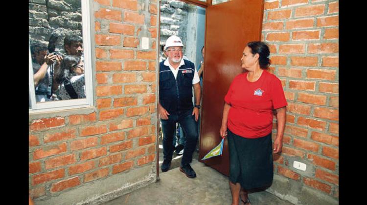 """Carlos Bruce: """"No asumiré pasivo de ex ministro por compra de módulos"""""""