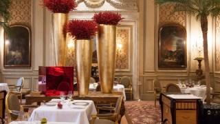 Le Cinq - Endereço: Four Seasons Hôtel George V, 31 Avenue George V, 75008 Paris, França