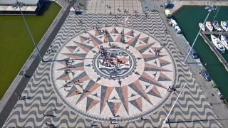 Roteiro de Lisboa: a Rosa dos Ventos e o mapa mundi dos descobrimentos. Padrão dos Descobrimentos, em Belém
