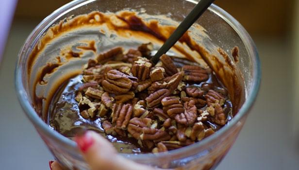 Recette brookies : Mettre les noix de pécan