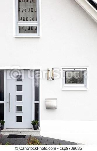 https www canstockphoto fr devant maison moderne porte 9709635 html