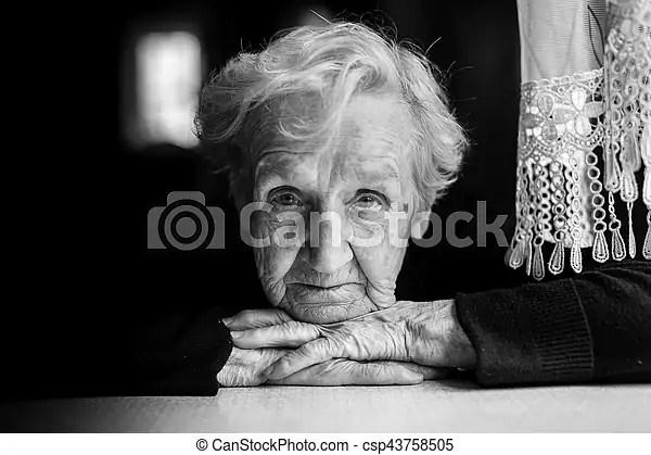 personnes agees closeup grandma portrait blanc woman noir
