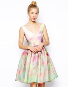 Robe de bal de fin d'année en organza à fleurs 119,39 € Asos Salon