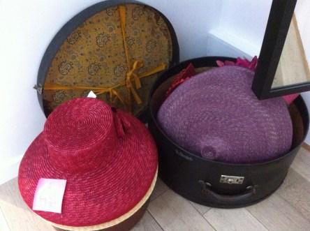 mademoiselle-chapeaux-bibi-capeline-chapeau-de-paille-feutre-sur-mesure-location-de-chapeaux-3.jpg