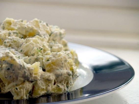 Kartoffelsalat_with_mayonnaise