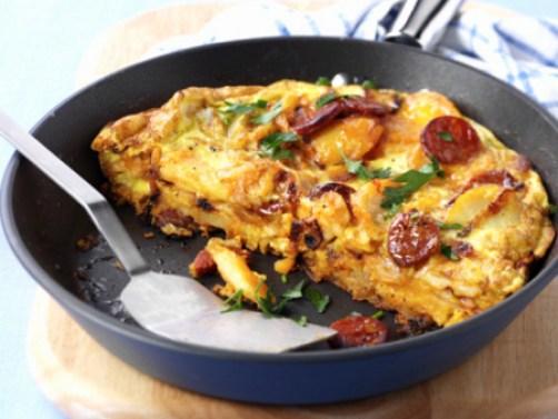 Omelete com Batata e Calabresa