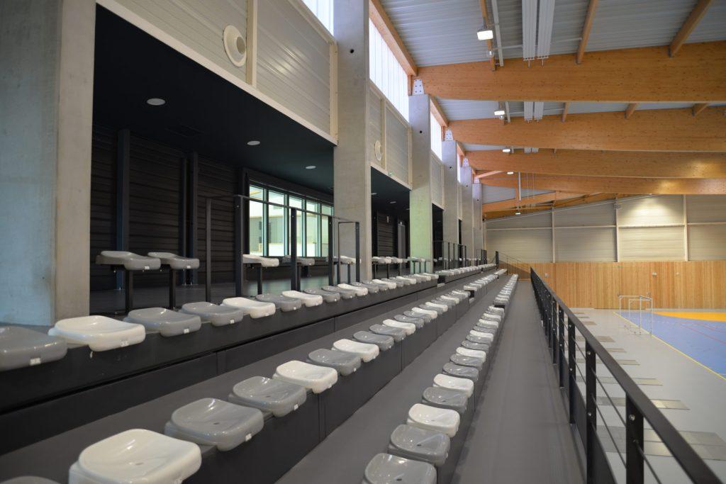 Tribunes dans le gymnase d'Espalion