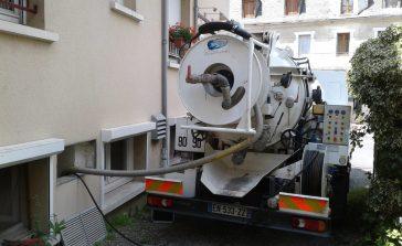 Camion positionné pendant une intervention de débouchage
