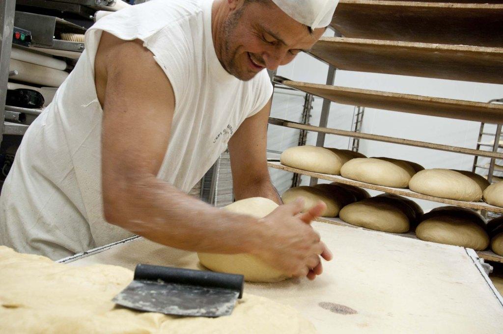 Atelier de fabrication, pain épi du rouergue, aveyron, 3clt
