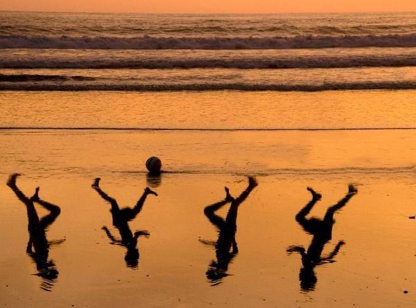 L'artista israeliano Amir Schiby ha creato questa  immagine per un tributo a Mohammed, Ahed, Zakaria, e Mohammed Bakr, i quattro bambini dilaniati dal fuoco della marina israeliana il 16 luglio scorso sulla spiaggia di gaza City