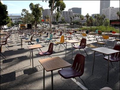 140408-LA-desks-protest-405