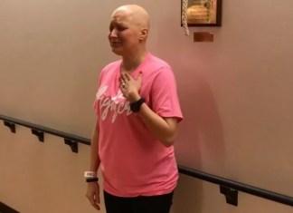 Mulher curada do câncer louva a Deus