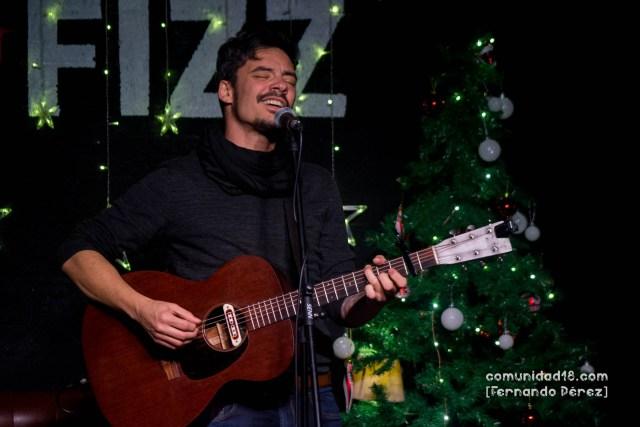 BARCELONA, ESPAÑA – DICIEMBRE 13: Deker abriendo el concierto de Lucas Masciano en la Sala New Fizz el 13 de diciembre de 2019 en Barcelona, España. (Foto por Fernando Pérez)