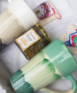 combo té para dos con 2 tazas, 2 infusores y 1 blend de hierbas agroecológicas