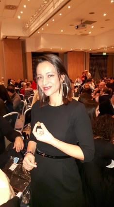 La Presidente FCCEI Olga Nassis trova la moneta d'oro della vasilopita