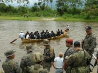 Ejercito se moviliza en el río Pueblo Viejo en el Valle del Polochic