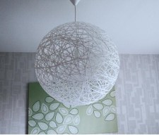 http://es.paperblog.com/diy-lampara-de-hilos-tipo-random-light-gigante-582053/
