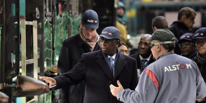 Le président Sénégalais, Macky Sall a officiellement la livraison de quinze trains