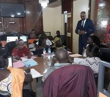 Les chargés de com des départements Ministériels en formation en anglais