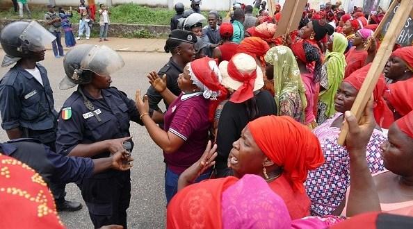 manifesté pour dénoncer le viol sur mineures en Guinée