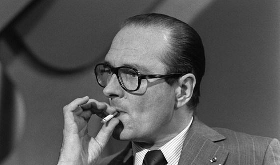 jacques-chirac-fume-cigarette-17-juin-1975-paris-lors-reunion-politique