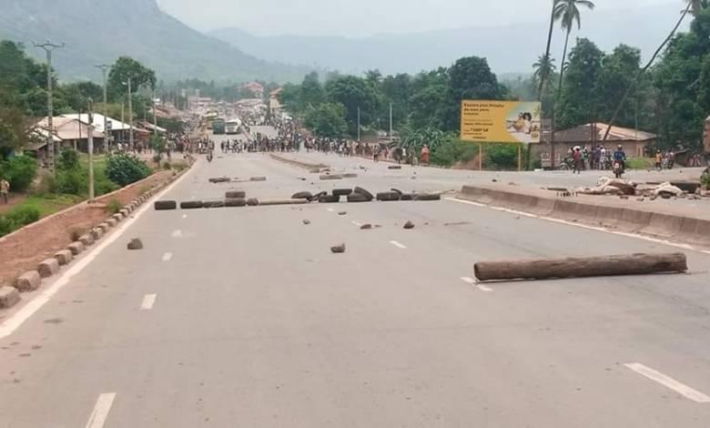 La tension est vive à COYAH. Les citoyens sont pas d'accord avec les mesures de confinement.