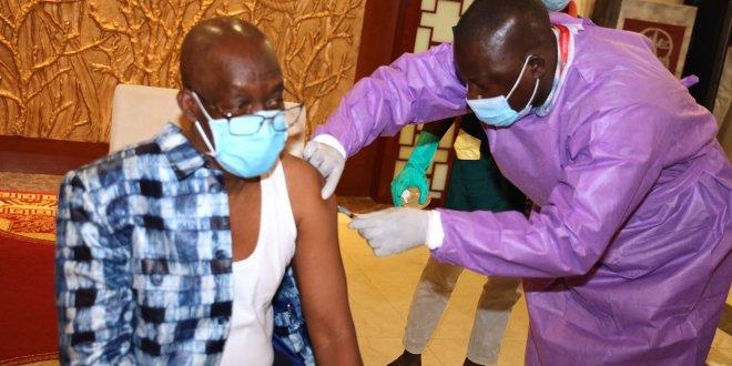 La Guinée procède à ses premières vaccinations.
