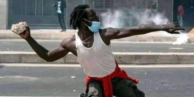 Un manifestant Sénégalais