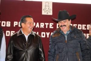 ARTURO-OSORNIO-SÁNCHEZ-Y-VICENTE-ESTRADA-INIESTA-IMPULSAN-EL-DESARROLLO-DE-LAS-FAMILIAS-EN-ALMOLOYA-DE-JUAREZ-1