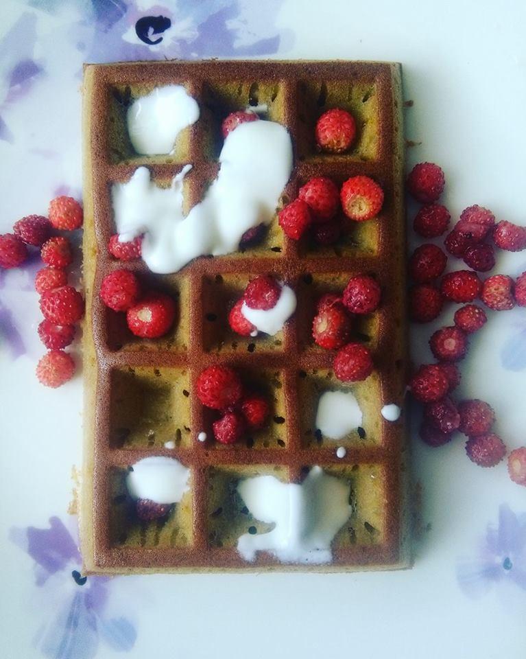 Bezglutenowe śniadanie: gofry gryczane z piekarnika