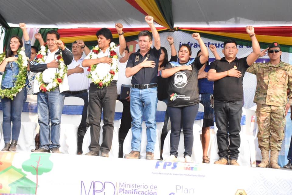 """Mi Barrio Mi Hogar Obras que llegan del Gobierno Central de Bolivia para Montero Presidente Evo Morales llegó a Montero para dar inicio a las obras del programa """"Mi barrio mi hogar"""" en nuestro municipio."""
