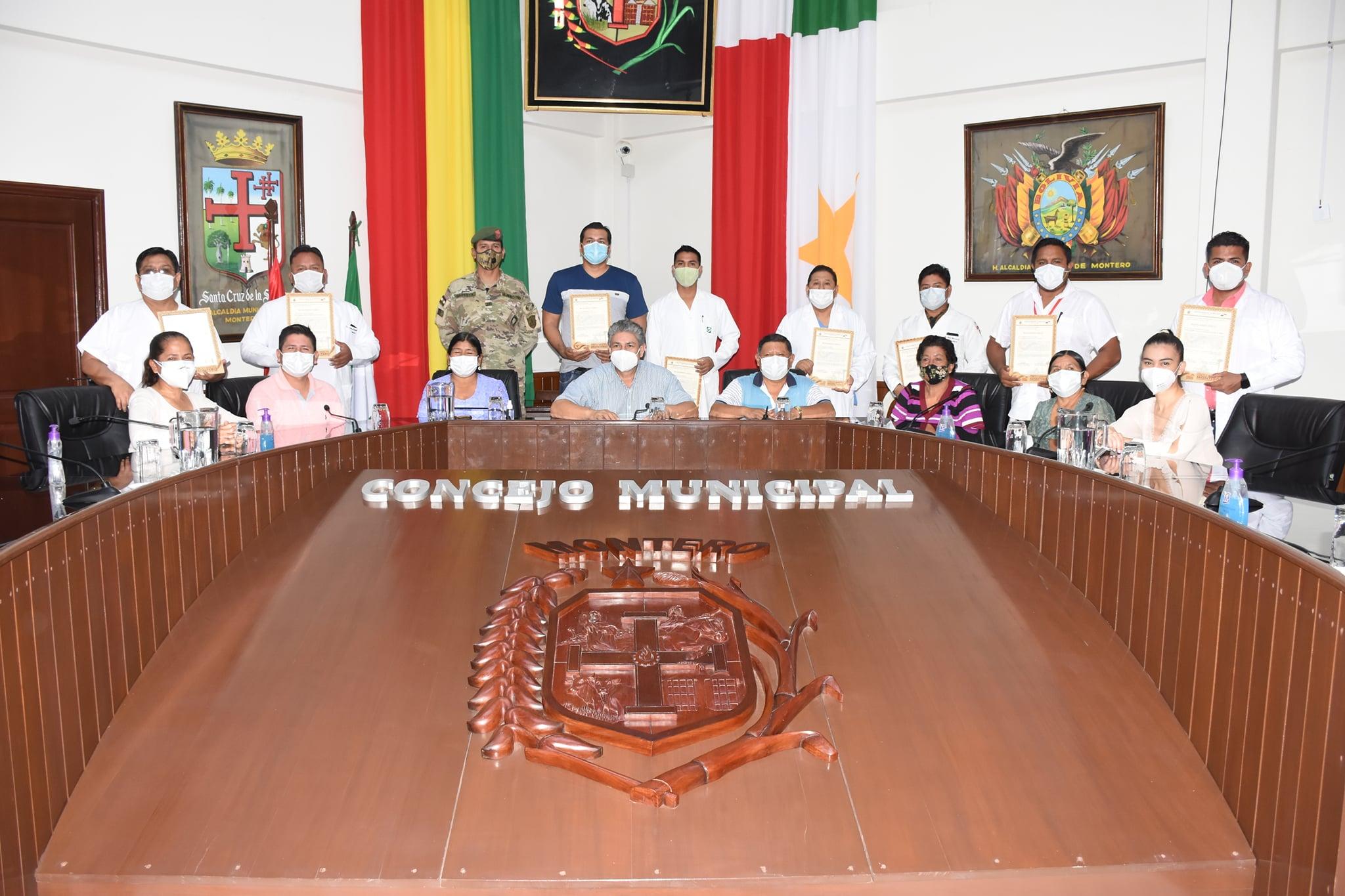 210Años Santa Cruz  Héroes de bata blanca que se destacaron frente a la pandemia del coronavirus reciben reconocimiento en Montero.