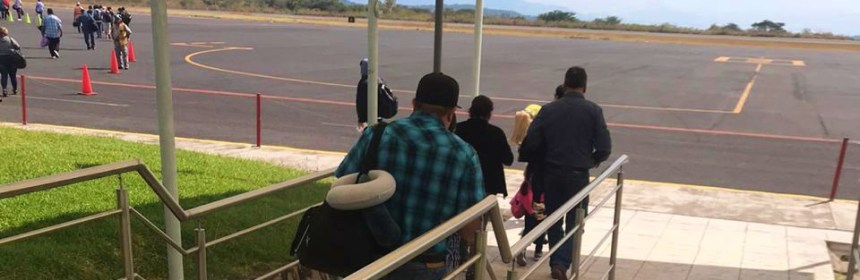 pasajeros abordar avion aeropuerto colima - Aeropuerto de Colima sigue en repunte de movilización de pasajeros - #Noticias