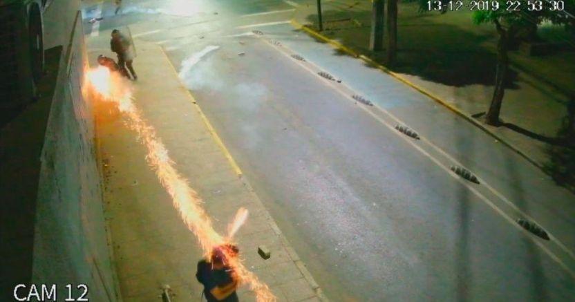 3a72a67210dca77c85ba4b5728b0eb249a7e9747 crop1583454419660.jpg 673822677 - Prisión preventiva para policía chileno por disparar lacrimógena a la cabeza - #Noticias