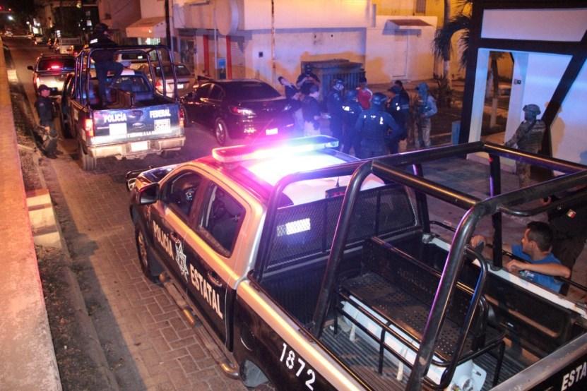 Arrestan policías estatales a sujetos con armas y droga - Arrestan policías estatales a sujetos con armas y droga - #Noticias