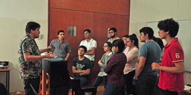 Gilberto Moreno Taller sobre composición musical b 660x330 - Gilberto Moreno, compositor – Archivo Digital Colima - #Noticias