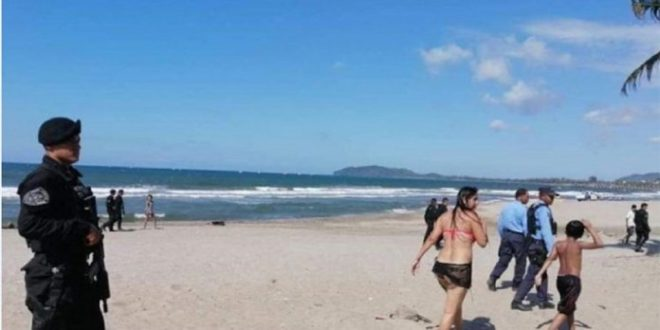 Playas operativos coronavirus 750x375 660x330 - Policía desaloja playas para evitar contagios por Covid-19 – Archivo Digital Colima