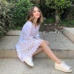 beli - Enseñó de más: Belinda bailó de espalda y con una minifalda