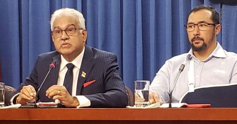 el ministro de salud del paxsx terrence deyalsingh crop1584063594850.jpg 673822677 - El Gobierno de Trinidad y Tobago confirma el primer caso de Covid-19 - #Noticias