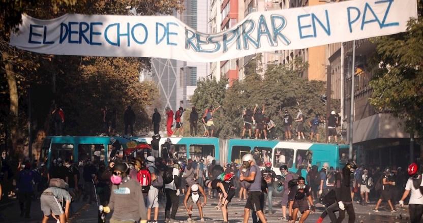 manifestaciones chile 1 - Manifestantes en Chile despiden semana marcada por huelga feminista con nueva protesta en Plaza Italia - #Noticias