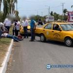 taxi accidente - Dos heridos, al impactar taxi a motociclista en Tecomán