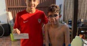 15904050633429 crop1590457916720.jpg 673822677 - Niño de Sevilla regala su beca para que su amigo sea operado
