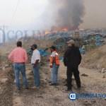Se intensifican los trabajos para sofocar el incendio en el relleno sanitario de Tecomán  - Se intensifican los trabajos para sofocar el incendio en el relleno sanitario de Tecomán